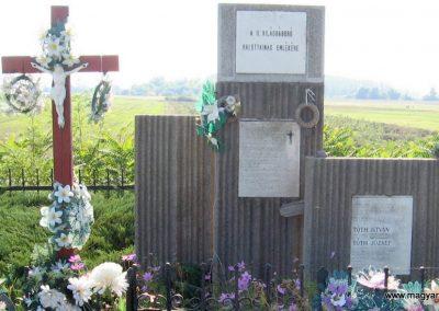 Köröm II.vh emlékmű 2007.09.24. küldő-kalyhas (3)