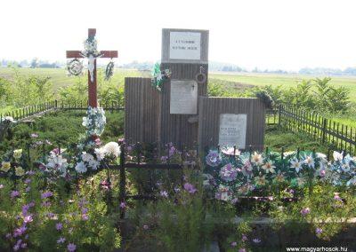 Köröm II.vh emlékmű 2007.09.24.küldő-Kályhás