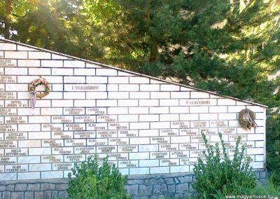 Köröstárkány hősi emlékmű 2011.08.11.küldő-Csiszár Lehel (2)