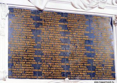 Környe, I. világháborús emléktábla.Környei katolikus templom.
