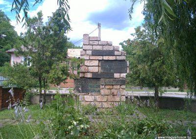 Körtvélyes világháborús emlékmű 2012.07.12. küldő-Pataki Tamás