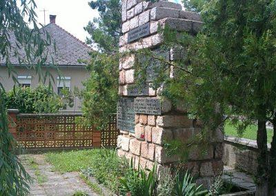 Körtvélyes világháborús emlékmű 2012.07.12. küldő-Pataki Tamás (7)