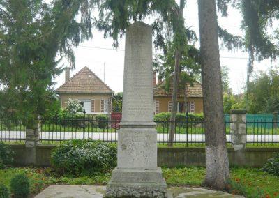 Körtvélyfája világháborús emlékmű 2010.08.08. küldő-Szabó Nándor (7)