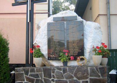 Küküllőkeményfalva világháborús emlékmű 2011.09.20. küldő-Mónika39 (5)