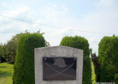 Külsősárd világháborús emlékmű 2010.08.13. küldő-Sümec (2)