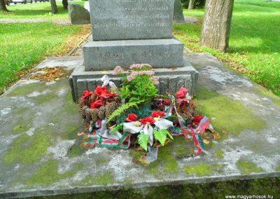 Kürt világháborús emlékmű 2014.09.15. küldő-Méri (3)