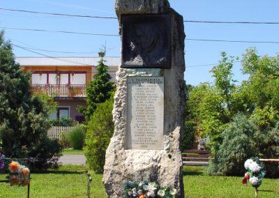 Kőröstetétlen világháborús emlékmű 2010.07.10. küldő-Budai Annamária (1)