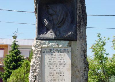 Kőröstetétlen világháborús emlékmű 2010.07.10. küldő-Budai Annamária (3)