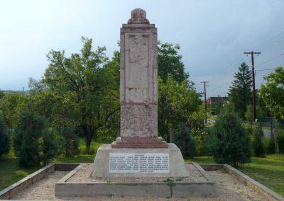 Kőszárhegy világháborús emlékmű 2010.05.30. küldő-Sümec (1)