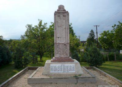 Kőszárhegy világháborús emlékmű 2010.05.30. küldő-Sümec (6)