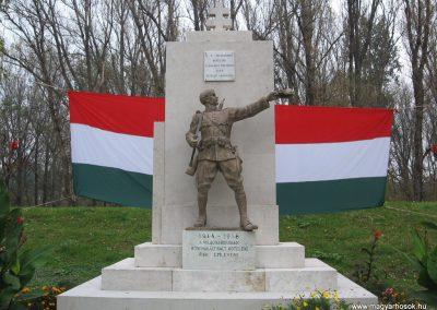 Kőtelek világháborús emlékmű 2008.10.23. küldő-Kályhás (1)