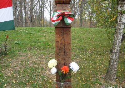 Kőtelek világháborús emlékmű 2008.10.23. küldő-Kályhás (5)