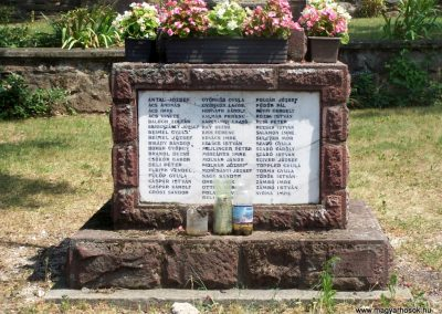 Kővágóörs világháborús emlékmű 2010.08.12. küldő-Csiszár Lehel (2)