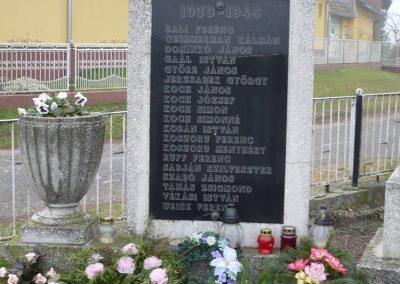Kacorlak Hősi emlékmű 2009.11.21. küldő-Sümec (2)