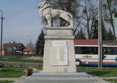 Kadarkút Hősi emlékmű 2009.04.05. küldő-kalyhas (12)