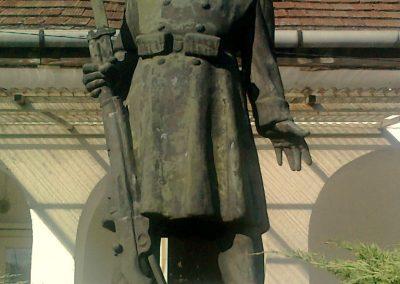 Kajászó világháborús emlékmű 2011.06.25. küldő-Bajnok (2)