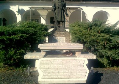 Kajászó világháborús emlékmű 2011.06.25. küldő-Bajnok