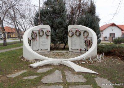 Kakucs új világháborús emlékmű 2015.11.27. küldő-kalyhas (1)