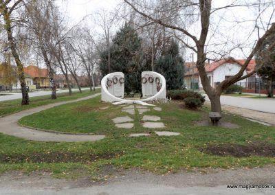 Kakucs új világháborús emlékmű 2015.11.27. küldő-kalyhas