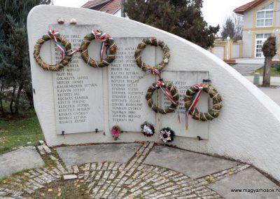 Kakucs új világháborús emlékmű 2015.11.27. küldő-kalyhas (6)