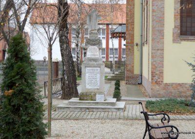Kakucs régi világháborús emlékmű 2015.11.27. küldő-kalyhas (1)