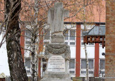 Kakucs régi világháborús emlékmű 2015.11.27. küldő-kalyhas (2)
