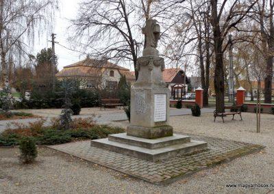 Kakucs régi világháborús emlékmű 2015.11.27. küldő-kalyhas (7)