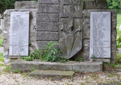 Kapolcs világháborús emlékmű 2009.07.28.küldő-HunMi (1)