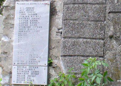 Kapolcs világháborús emlékmű 2009.07.28.küldő-HunMi (2)