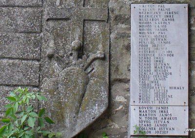 Kapolcs világháborús emlékmű 2009.07.28.küldő-HunMi (3)
