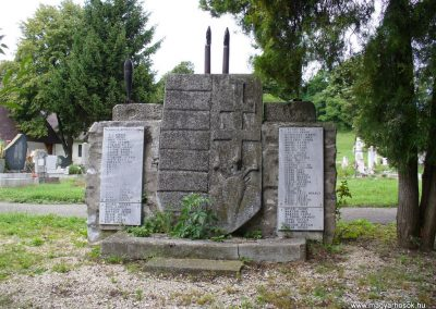 Kapolcs világháborús emlékmű 2009.07.28.küldő-HunMi