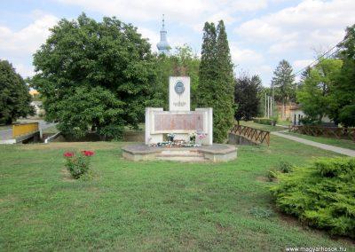 Kapoly világháborús emlékmű 2013.08.23. küldő-kalyhas