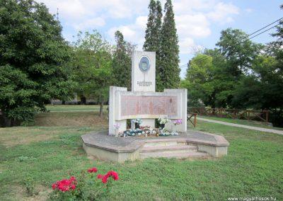 Kapoly világháborús emlékmű 2013.08.23. küldő-kalyhas (6)