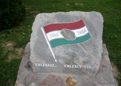 Kaposmérő világháborús emlékmű 2010.08.04. küldő-Sümec (10)