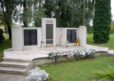 Kaposmérő világháborús emlékmű 2010.08.04. küldő-Sümec (11)