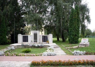 Kaposmérő világháborús emlékmű 2010.08.04. küldő-Sümec