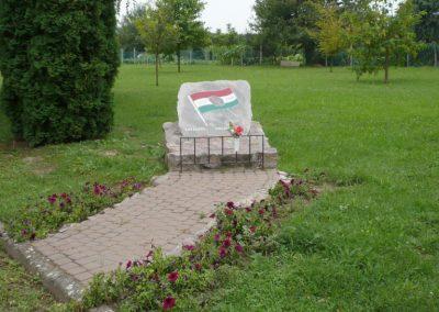 Kaposmérő világháborús emlékmű 2010.08.04. küldő-Sümec (9)