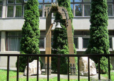 Kaposvár Noszlopy G. Szakközépiskola világháborús emlékmű 2016.07.19. küldő-Emese (1)