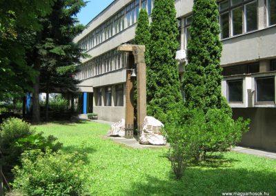 Kaposvár Noszlopy G. Szakközépiskola világháborús emlékmű 2016.07.19. küldő-Emese (12)