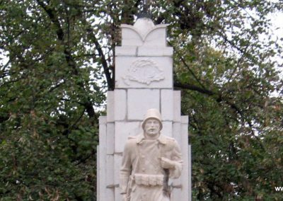 Karácsond világháborús emlékmű 2007.10.12. küldő-kalyhas (2)
