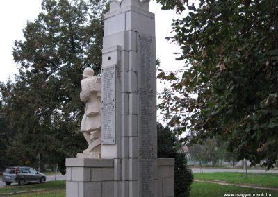 Karácsond világháborús emlékmű 2007.10.12. küldő-kalyhas (9)