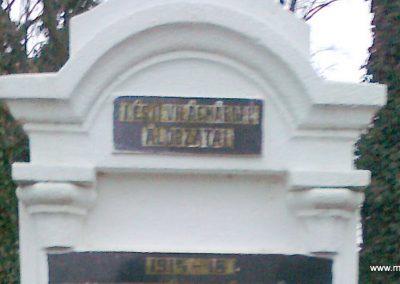 Karakó világháborús emlékmű 2011.11.20. küldő-Kercza István (1)