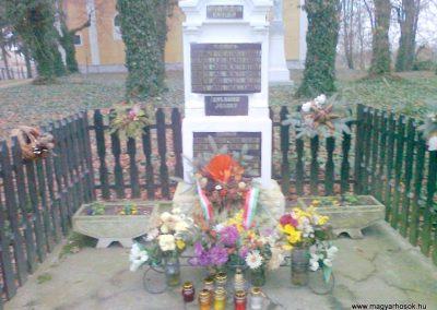 Karakó világháborús emlékmű 2011.11.20. küldő-Kercza István