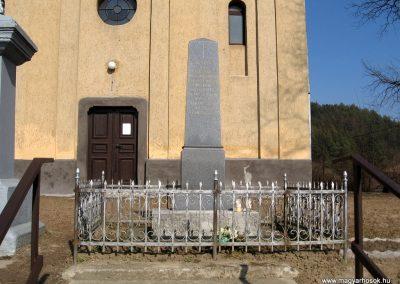 Karancsalja világháborús emlékmű 2011.03.12. küldő-kalyhas (1)