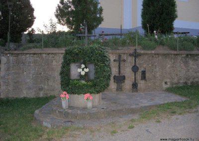 Karancsberény világháborús emlékmű 2009.07.20.küldő-kalyhas (1)