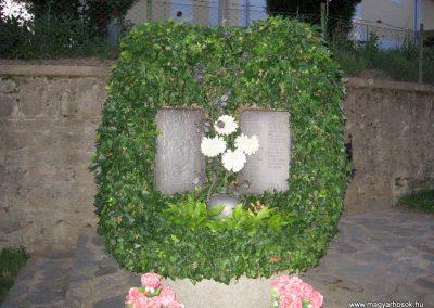 Karancsberény világháborús emlékmű 2009.07.20.küldő-kalyhas (2)