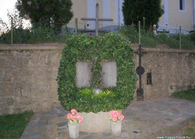 Karancsberény világháborús emlékmű 2009.07.20.küldő-kalyhas (3)