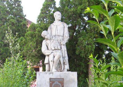 Karancskeszi világháborús emlékmű 2009.07.20. küldő-kalyhas (2)
