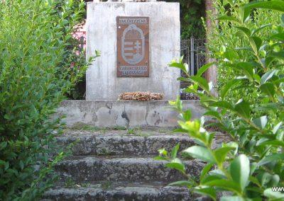 Karancskeszi világháborús emlékmű 2009.07.20. küldő-kalyhas (3)