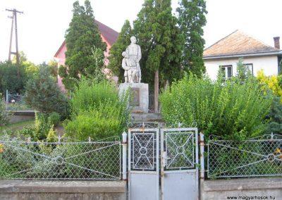 Karancskeszi világháborús emlékmű 2009.07.20. küldő-kalyhas
